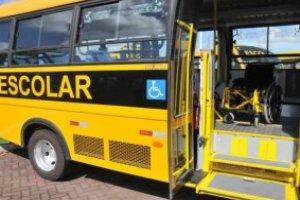 Monitor de transporte escolar de crianças com deficiências